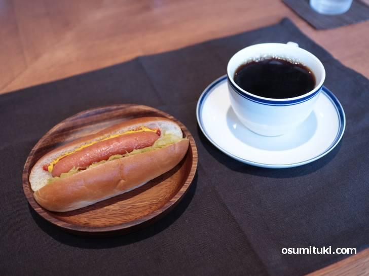 ほっとドッグ+コーヒー 650円
