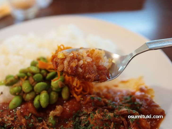 トマトピューレの酸味が効いたカレー、個人的に好みの味です