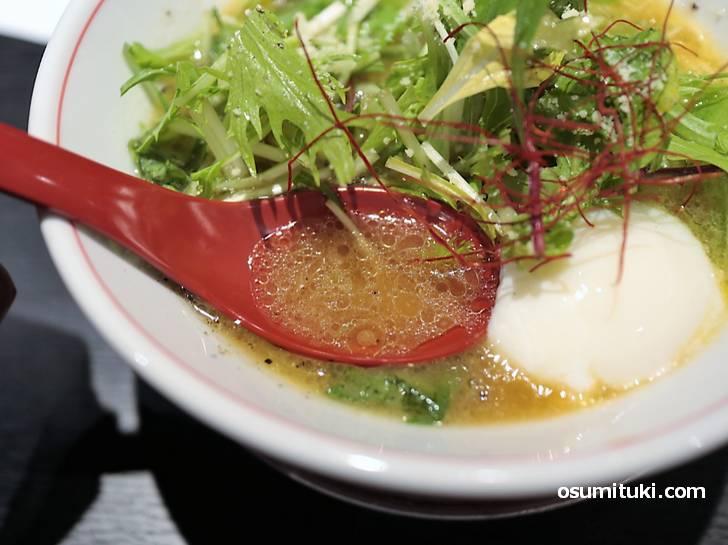 スープはほんのり甘い香味野菜中心のラーメン