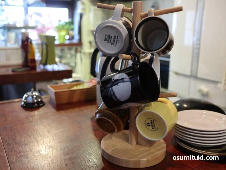 コーヒーは300円(先払い)、カップを選んでポットから自分で注いでいただきます
