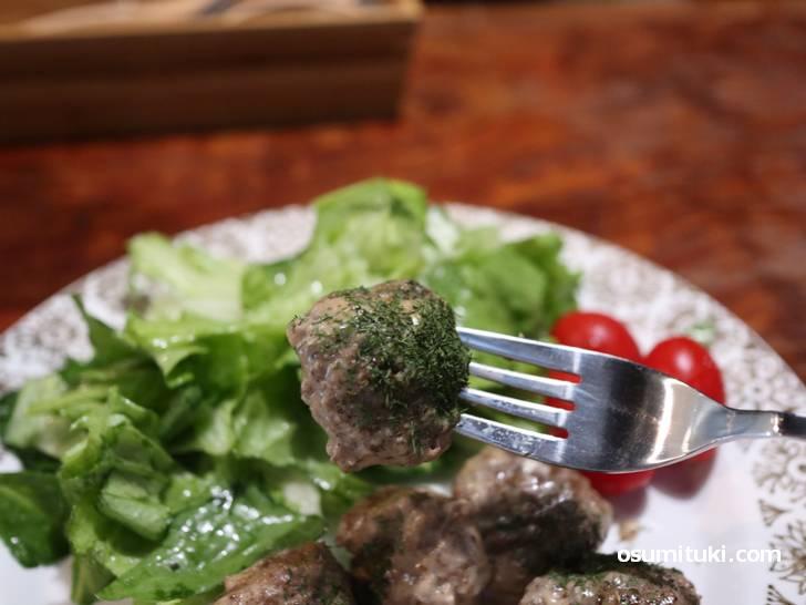 塩コショウと素朴な味わいですが肉汁と肉の風味がよくわかります
