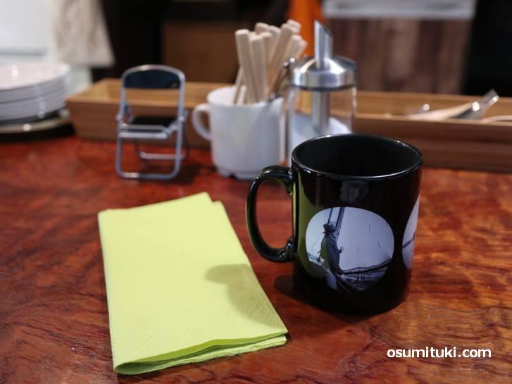 コーヒーは卓上にあるものを使って自由に飲みます