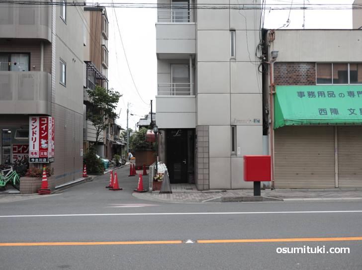 場所は京都市考古資料館の斜め前