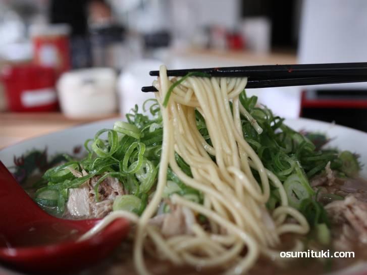 麺は近藤製麺の中太ストレート固茹で