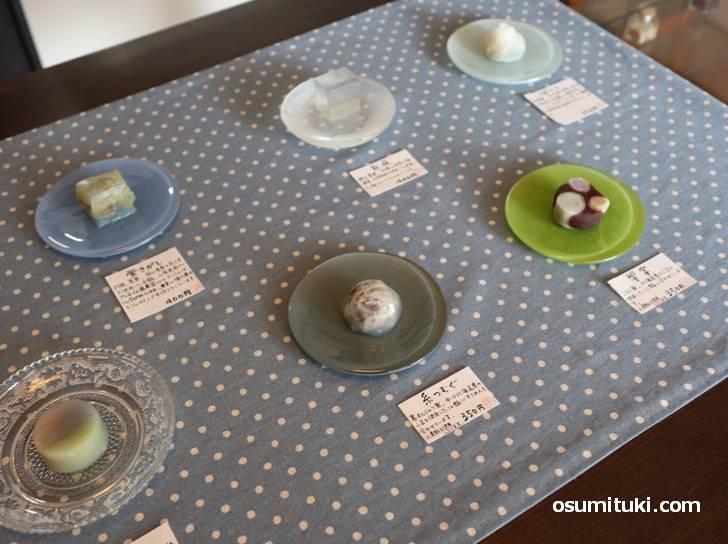 1個で300円~400円の和菓子は季節をイメージできるオリジナのものです
