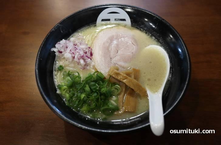 鶏白湯ラーメン 850円