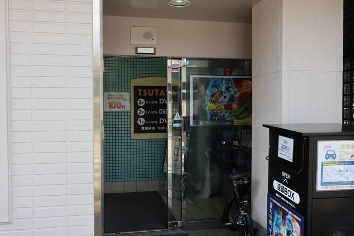 建物は三階建て、CDとDVDのレンタルショップです(TSUTAYA 西陣店)
