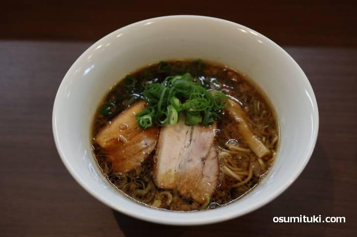 京丹後ブラック、ピリッとしながらも濃厚な鶏出汁で旨い!(鶏そば ふじ田)