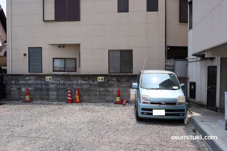 駐車場もありますが台数は少なめなので電車が便利です