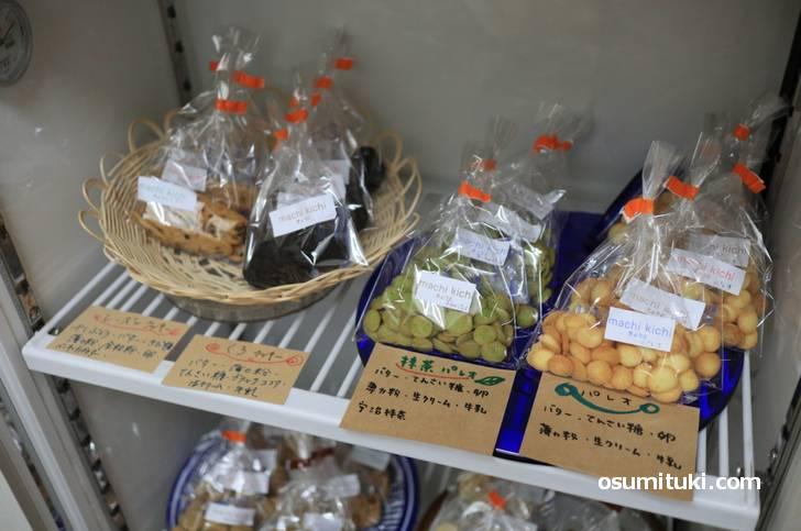 てん菜糖を使った「クッキー、シフォンケーキ、チーズケーキ」など種類が多いに全品100円です