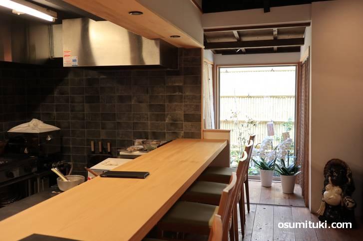 和食割烹「紫竹 葵湖(きこ)」店内の様子
