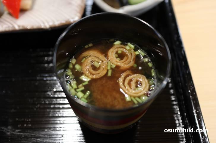 汁物は「ホンビオス貝の赤出汁」