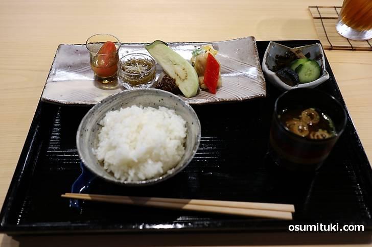どの料理も素晴らしく美味しいもので、これで1620円ならコスパは良いと思います(紫竹 葵湖)
