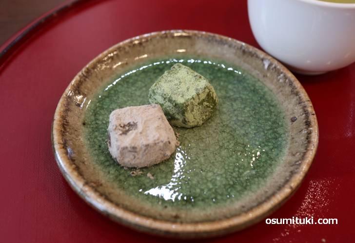 こちらはお茶菓子の「茶の雪」でスノーボールクッキーです