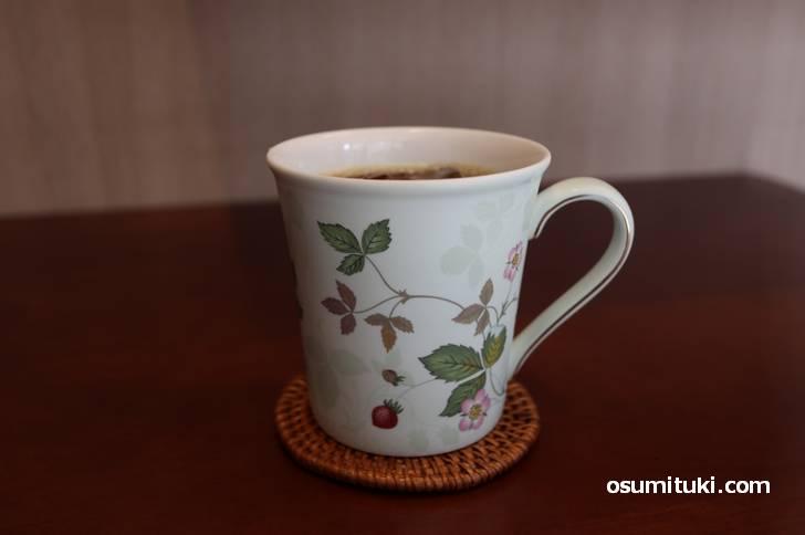 コーヒーは本格的、あのコラソンの豆をハンドドリップ