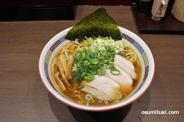 麺は浅草開化楼の極太麺を使っています(麺屋坂本)