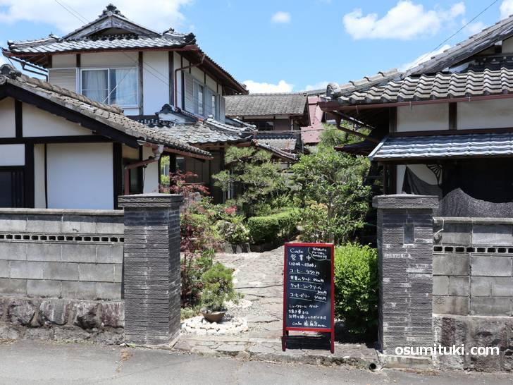 京丹波心和ぐアトリエcafe癒庭泉ゆていせん、富田のバス停から集落入ってすぐ左のお宅です