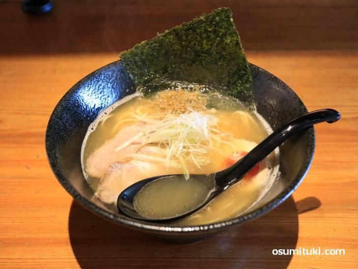 月彩ラーメン(920円)、甘鯛の風味が強い和風ラーメン