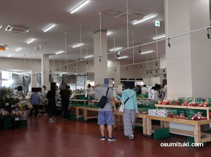 お店の広さは中堅スーパーマーケットくらいありました(旬の駅 京都店)