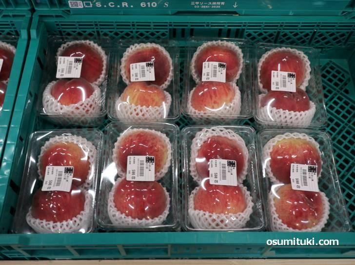 和歌山県の桃は2個で599円(旬の駅 京都店)