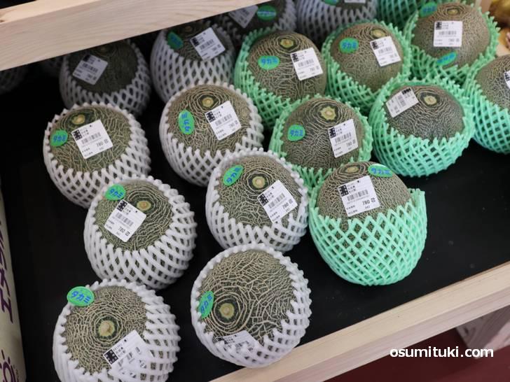茨城県のタカミメロンは1個780円(旬の駅 京都店)