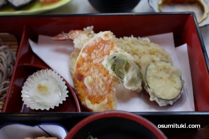 ランチの定番「天ぷら」もちろん大根おろしも付いてきます