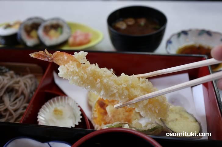 天ぷらには、もちろん「海老」が入っています