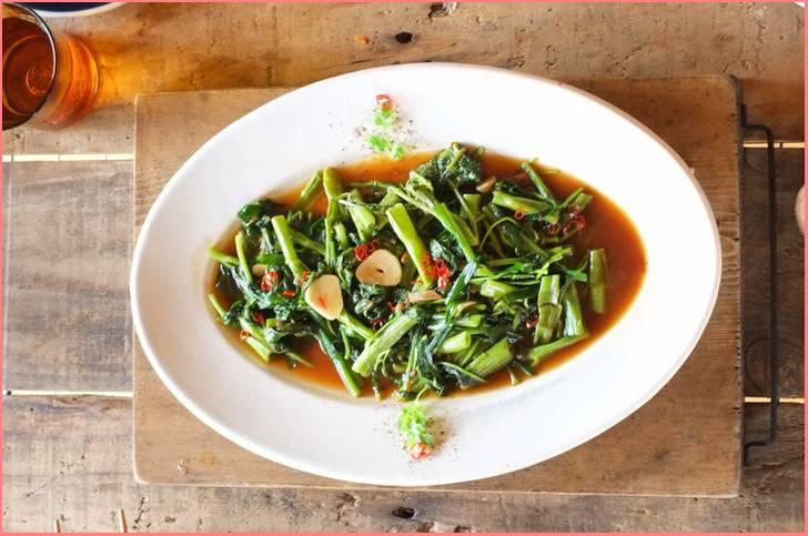 空芯菜(くうしんさい)で作った中国料理
