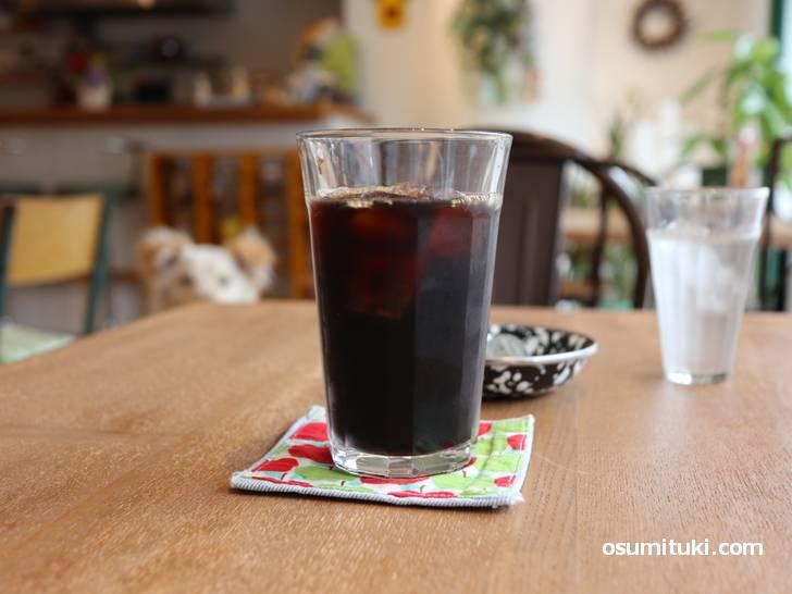 コーヒーやスパイスカレーにスイーツなどを食べることができます