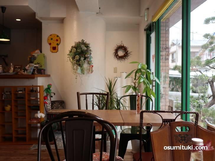 住宅街の一角にあり、近くには同じように住宅にあるカフェ「...ing」さんもあります