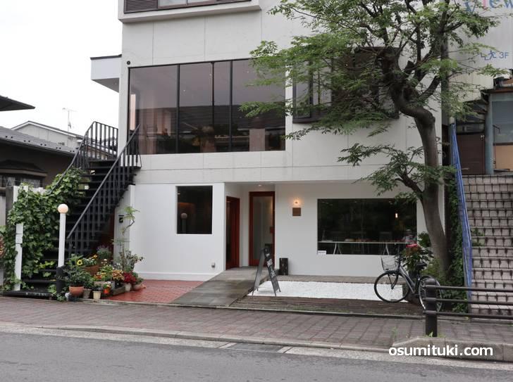 2019年7月1日新店オープン カフェ「Lignum」外観