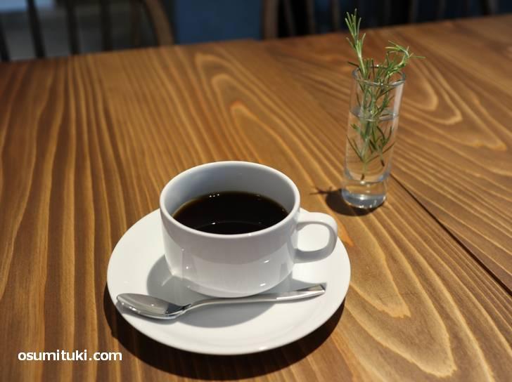 パンを買うだけでも、または普通にカフェすることもできます(Lignum)
