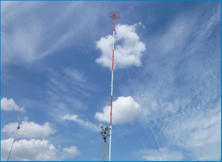 ラジオ電波塔の音を取り出す仕組みが偶然ガードレールにもあったのが「しゃべるガードレール」の正体