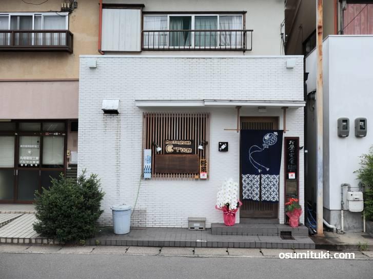 C-room (シールーム)さんは西京区役所のすぐ北東の通り沿いにあります