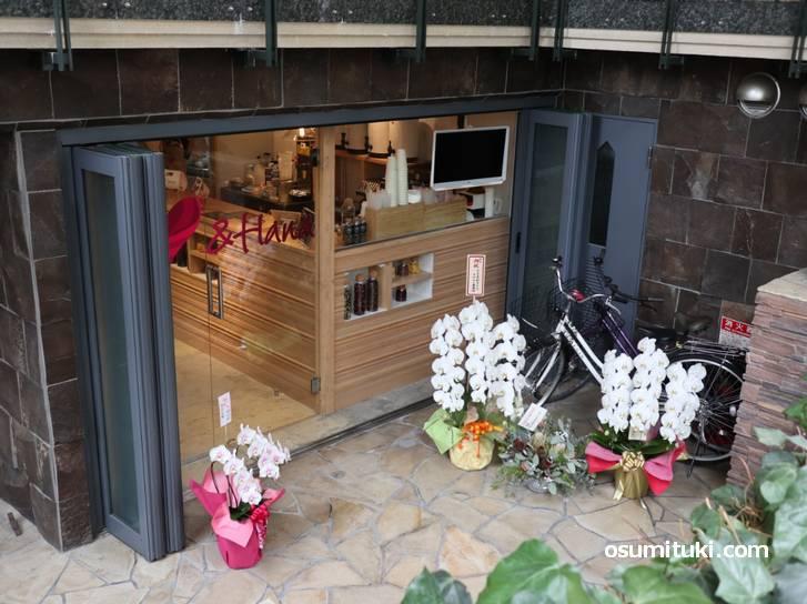 2019年7月4日開業、お花のタピオカティーの店「&HANA」