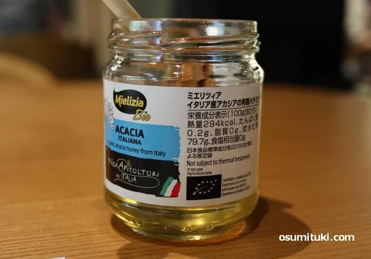 イタリア産のアカシア蜂蜜をたっぷりかけて食べました