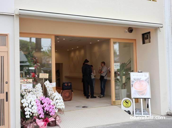 金閣寺道バス停目の前でオープンした「GOGO COFFEE」