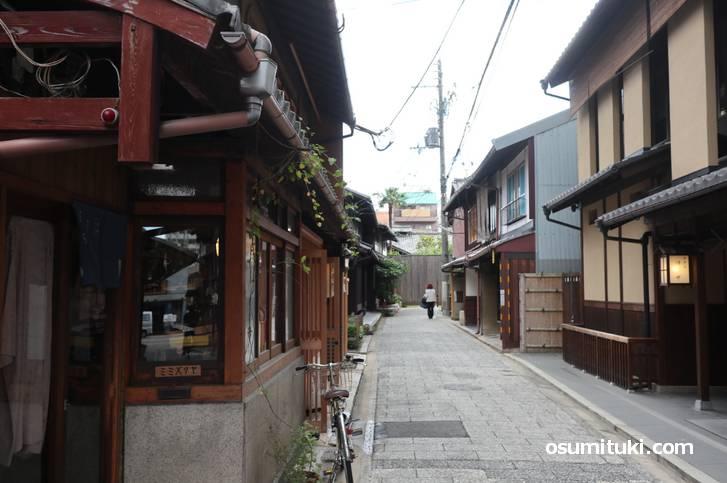 京都にある「膏薬辻子(こうやくのずし)」