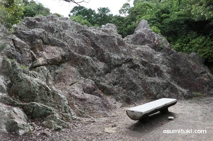 船岡山の磐座(いわくら)