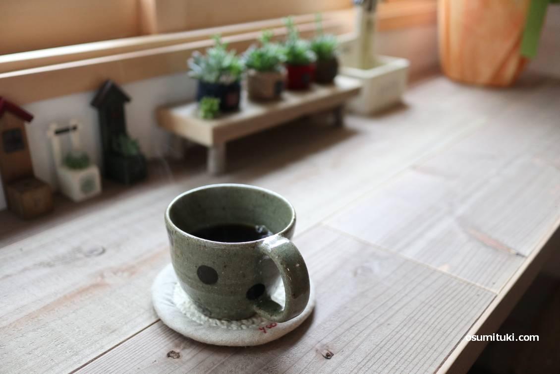 yoo cafeさんのコーヒー、中煎りをブラックで(350円)