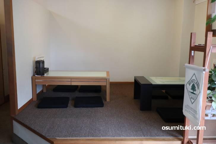 4名テーブルが2卓ありました