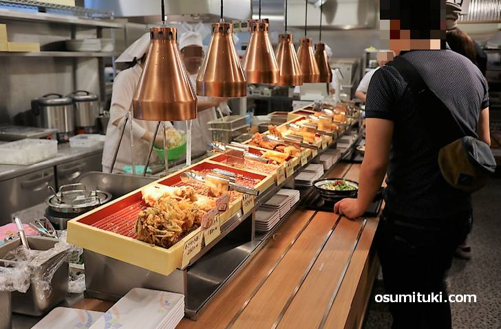 讃岐うどんの自家製麺でセルフ形式のチェーン店です