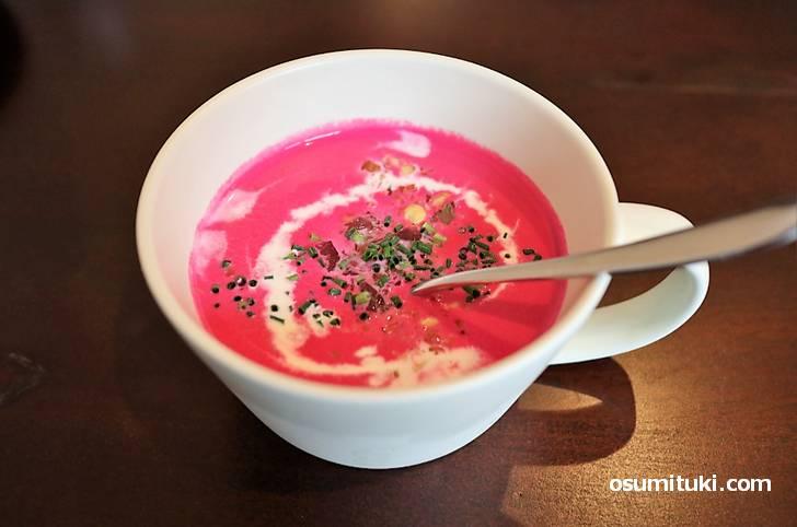 色鮮やかなビーツのスープ