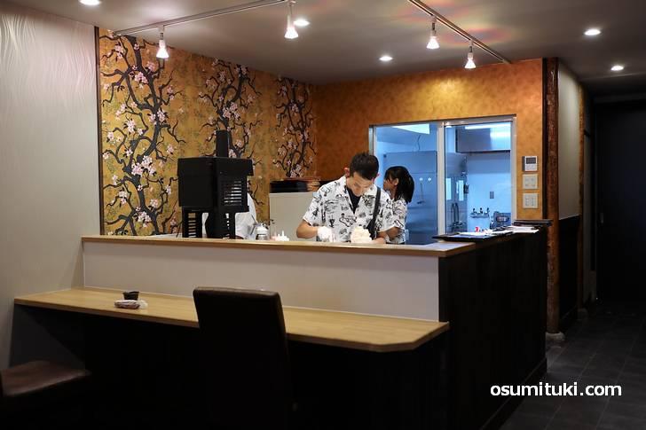 二条駅から徒歩10分、七本松通にかき氷専門店「京氷菓 つらら」さんが新店オープン