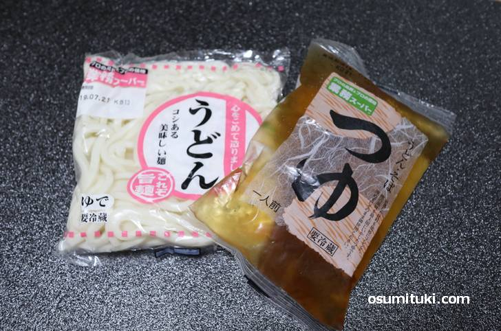 うどんは1玉15円、スープは30円、これに海老天を追加しても100円ちょっとらしい