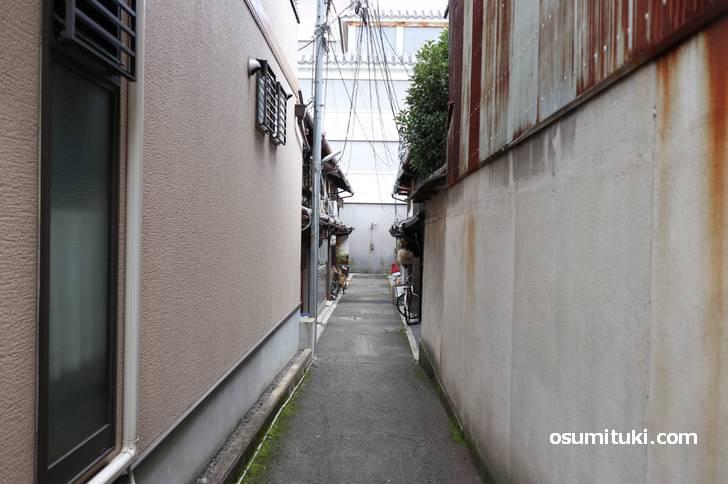 道は行き止まり、これを京都では路地(ろおじ)と呼びます