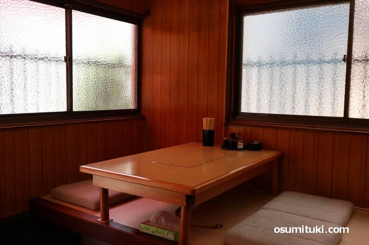 店内は昭和の中華料理店ですが古さは感じさせません