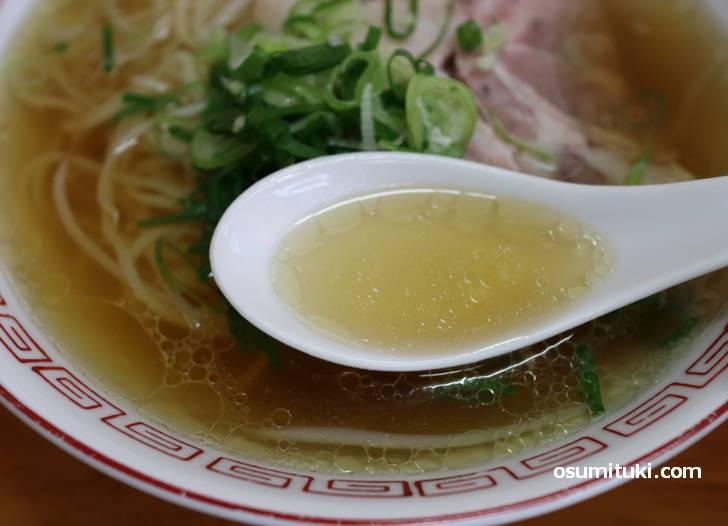 スープは鶏ガラの中華そば、昔懐かしい味