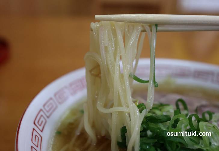 麺は普通の中華麺、ラーメン専用の麺を使えば評価は高くなると思いました