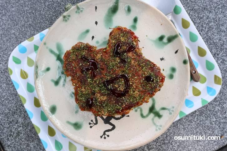 名物は「けろった焼き」という蛙のお好み焼き